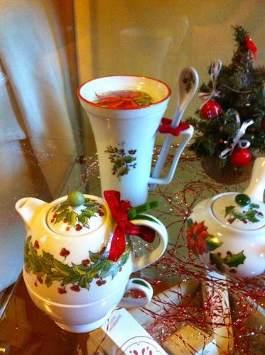 Mug, teiera e zuccheriera